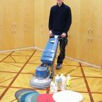 Reinigungsmaschine mit Pflegeset